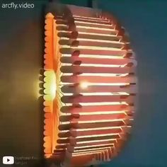 This is for sure not an ordinary type of lamp that we are all used to seeing By artesanato mundo Diy Room Decor Videos, Diy Crafts For Home Decor, Diy Crafts Hacks, Diy Crafts For Gifts, Diy Arts And Crafts, Diy Wall Decor, Diy Popsicle Stick Crafts, Pop Stick Craft, Luminaria Diy