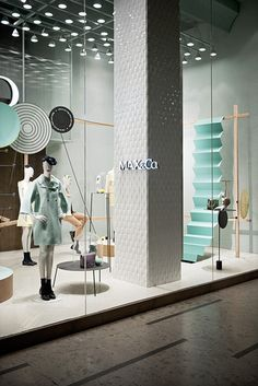new shop windows for Max&Co