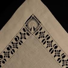 Resultado de imagen de cilaos ricamo Hand Embroidery Flowers, White Embroidery, Embroidery Patterns, Drawn Thread, Thread Work, Hardanger Embroidery, Cross Stitch Embroidery, Monks Cloth, Linens And Lace