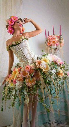 senden-sie-valentinstag-blumen-online-blumenversand/ - The world's most private search engine Floral Fashion, Fashion Design, Botanical Fashion, Whimsical Fashion, Trendy Fashion, High Fashion, Fashion Beauty, Fairy Dress, Arte Floral