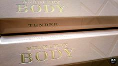 Body Tender de Burberry (Rebajado 30% ) Una fragancia floral y aromática para mujer.  Con notas de rosa, vainilla, manzana, ajenjo, limón, melocotón, hojas de té, ámbar, jazmín, sándalo, almizcle y acuerdos de cachemira.   #rebajas #skinthinks #perfumes #burberry