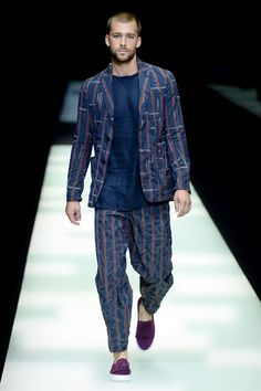 See all the looks from Giorgio Armani menswear spring/summer 2018 collection.