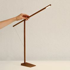 Reading lamp Balance consists of 2 wooden sticks. The lamp is adjustable by sliding the horizontal stick and can be switched on and off by turning it. Wood Desk Lamp, Wooden Lamp, Diy Furniture Projects, Furniture Design, Task Lamps, Task Lighting, Wood Design, Industrial Design, Lights