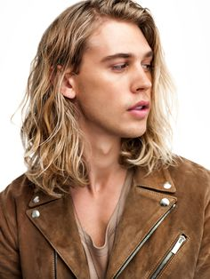 Austin Butler photographed by Josh Telles Austin Butler, Beautiful Boys, Beautiful People, The Carrie Diaries, Herren Outfit, Hair Reference, Haircuts For Men, True Beauty, Hair Cuts
