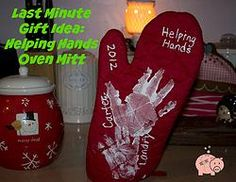Last Minute Mother's Day Gift Idea: Helping Hands Oven Mitt -- Need an easy Mother's Day gift idea? Check out my Helping Hands oven mitt that includes a full breakdown of the cost too!