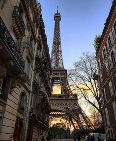 Tour Eiffel, Torre Eiffel Paris, City Aesthetic, Travel Aesthetic, Places To Travel, Places To Visit, Photo Vintage, City Vibe, Belle Villa