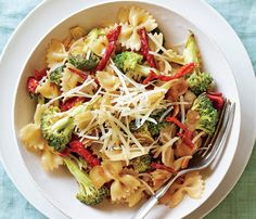 Sun-Dried Tomato and Broccoli Pasta. Our suggestion? Set sun-dried tomatoes on paper towels to soak up some of their oil so the dish doesn't get greasy. See the recipe here. #SelfMagazine