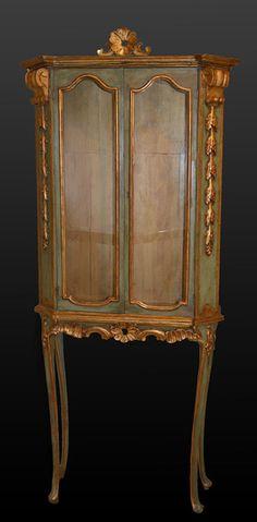 """frenchaccents: """"italien, style rococo, peint et doré colis vitrine http://ift.tt/ZwxOIE"""""""