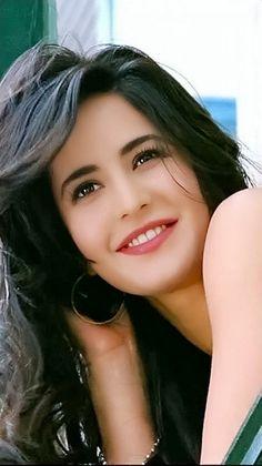 Katrina Kaif(thats simple smile says it all) Katrina Kaif Wallpapers, Katrina Kaif Images, Katrina Kaif Hot Pics, Katrina Kaif Photo, Beautiful Bollywood Actress, Most Beautiful Indian Actress, Beautiful Actresses, Most Beautiful Faces, Dark Hair