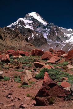 """* Aconcágua * """"Sentinela de Pedra"""". Localização: Cordilheira dos Andes, argentino. Altitude: 6962 m. 1ª Ascensão: Por Matthias Zurbriggen. (1897)."""