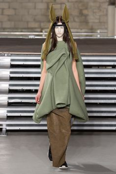 Rick Owens Fall 2017 Ready-to-Wear Fashion Show - India Ruiterman look 23 love the colours