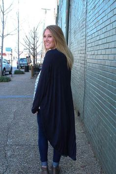 This is a great long cardigan, an adorable fall fashion.