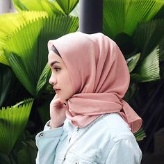 "971 Likes, 28 Comments - Fita Wulansari (@fitawlnsr) on Instagram: ""#leftangleteam . Got this super comfy square hijab from @looks_hijab """