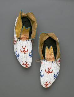 Osage, Native American. Pair of Moccasins, early 20th century. Hide, beads, Each: 10 13/16 x 4 5/16 in. (27.5 x 11 cm). Brooklyn Museum, Museum Expedition 1911, Museum Collection Fund, 11.694.9035a-b. Creative Commons-BY (Photo: Brooklyn Museum, 11.694.9035a-b_PS2.jpg)