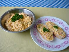 Pomazánka šunkovo-vajíčková Finger Foods, Food Inspiration, Oreo, Pesto, Cooking Recipes, Eggs, Cheese, Chicken, Spreads