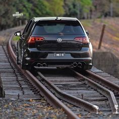 ⚫️ R 🖤 Is it a train or 🤔 awesome picture 🔥😎 do you like it? 😊 buddy (ex owner Golf Gtd, Vw Golf R, Vw Mk1, Volkswagen Jetta, Vw 1.8 Turbo, Supercars, Super Cars Images, Best Car Photo, Car Wallpaper Download