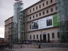 1月3日。昼間のソフィア王妃芸術センター。Museum of Reina Sofia 3 Jan. 2014