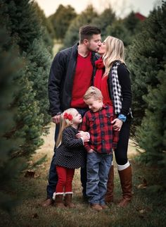 The Photo Contest is unique because it's all about the photos. Christmas Pictures Family Outdoor, Christmas Pictures Outfits, Winter Family Pictures, Family Picture Outfits, Family Pics, Family Christmas Photos, Holiday Pictures, Outdoor Christmas, Present Christmas