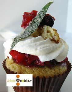 Peach-Berry Shortcake Cupcake -A peach corn cake is topped with a lemon cream cheese frosting, a berry compote and a tarragon shortcake. Fun Cupcakes, Cupcake Cakes, Amazing Cupcakes, Cupcake Wars Winners, Lemon Cream Cheese Frosting, Corn Cakes, New Cake, Healthy Cookies, Fabulous Foods