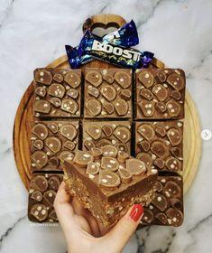 Chocolate Bar Cakes, Caramel Chocolate Chip Cookies, Rice Crispy Treats, No Bake Treats, Krispie Treats, Rice Krispies, Healthy Dessert Recipes, Fun Desserts
