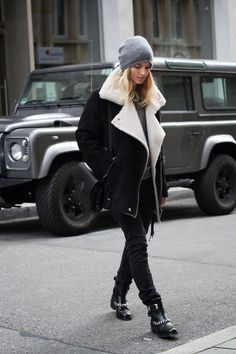 how to style aviator jackets Winter Looks, Winter Style, Alternative Rock, Fashion Gone Rouge, Aviator Jackets, Women's Jackets, Hipster, Net Fashion, Fashion Mode