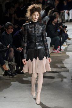 Alexander McQueen   Paris   Inverno 2016 - Vogue   Desfiles