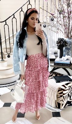 Feminine and chic outfit inspiration - Classic Outfits - Modest Fashion Modesty Fashion, Jw Fashion, Fashion Outfits, Rock Outfits, Modest Summer Outfits, Spring Outfits, Meeting Outfit, Maxi Skirt Outfits, Classic Outfits