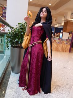 Mother Gothel (Iasmin Sales of Sales Cosplay)