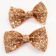 Little sparkly gold bows, adorable!