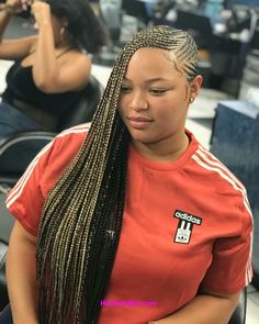 All styles of box braids to sublimate her hair afro On long box braids, everything is allowed! For fans of all kinds of buns, Afro braids in XXL bun bun work as well as the low glamorous bun Zoe Kravitz. Box Braids Hairstyles, Lemonade Braids Hairstyles, My Hairstyle, Hairdos, Braided Hairstyles For Black Women, Braids For Black Hair, Trendy Hairstyles, Braids For Black Women Cornrows, Curly Hair Styles