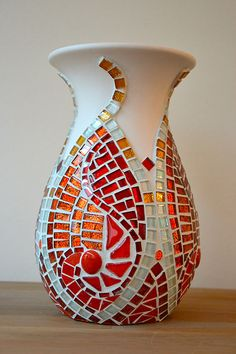 Vase with red glass mosaic by BGM Inspiration Mosaic Planters, Mosaic Vase, Mosaic Flower Pots, Pebble Mosaic, Mosaic Crafts, Mosaic Projects, Red Glass, Glass Art, Clear Glass