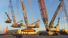 Biggest gadgets ever: Liebherr crane lifts 3 other Liebherr cranes at 1450 tonnes. American Funny Videos, Funny Dog Videos, Funny Baby Images, Funny Animal Pictures, Funny Cartoons, Funny Comics, Justin Bieber Jokes, Best Funny Photos, Picture Fails