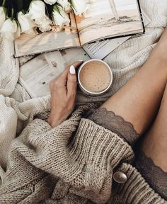 autumn, cold, and cozy image Cozy Aesthetic, Autumn Aesthetic, Estilo Converse, Pause Café, Coffee And Books, Lazy Days, Mode Inspiration, Girly, Photo Editing