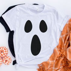 Ghost Halloween Shirt - All the Costumes and MakeUp I like - Ghost Halloween Costume, Ghost Costumes, Last Minute Halloween Costumes, Halloween Diy, Halloween Makeup, Devil Costume, Halloween Stuff, Vintage Halloween, Tshirt Halloween Costumes