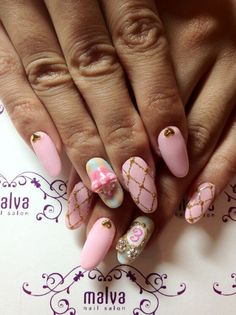 pink nail art, cupcake, gold, heart, pattern | source: twitter @malvanail