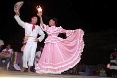 baile cumbia colombiana en parejas - Google Search Colombian People, Zumba Kids, Shall We Dance, Prom Dresses, Formal Dresses, Mori Girl, All Things Beauty, Traditional Dresses, Sewing Hacks
