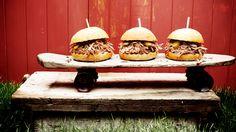 Une recette de burgers de porc à l'effiloché de la Caroline présentée sur zeste.tv
