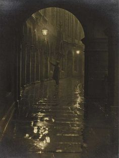 Lamplighter, Victoria Terrace 1928 © Edinburgh Council (Leerie-man with his spark box and glimmer pole)