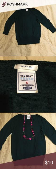 EUC Old Navy Dark Green Sweater Small Excellent used condition Old Navy perfect fit size Small sweater. Dark green. 53% acrylic/ 47% wool    22.5 inches long. Comes from a pet/ smoke free home. Old Navy Sweaters V-Necks