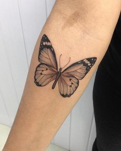 Tatouages ​​papillon Tatouages ​​papillon – Famous Last Words Tattoo Oma, Tattoo Femeninos, Tattoo Bein, Piercing Tattoo, Piercings, Spine Tattoos, Body Art Tattoos, New Tattoos, Sleeve Tattoos