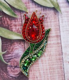 Simple jewelry repairs you can do by yourself Bead Embroidery Tutorial, Bead Embroidery Patterns, Bead Embroidery Jewelry, Fabric Jewelry, Beaded Embroidery, Diy Jewelry Gift Box, Bead Jewellery, Beaded Jewelry, Brooches Handmade