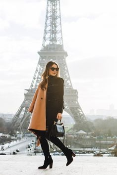 Carrie Bradshaw Lied - Bringing attainable luxury into your closet, home and travels. Winter Outfits For Teen Girls, Winter Outfits For School, Winter Outfits Women, Casual Winter Outfits, Carrie Bradshaw Lied, Paris Outfits, Europe Outfits, Paris Winter, Paris Flea Markets