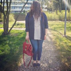 PlusSize - plus size outfit - navy cardigan, shirt with stripes,  navy jeans, boatshoes and a red bag.