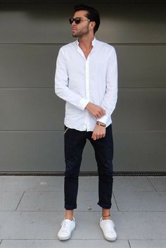 Minimalist outfit ideas for men. If you love the minimal dressing then these awesome outfit ideas are just for you. Check out these 7 simple outfit ideas. Minimalist Outfit, Minimalist Fashion, Minimalist Shoes, Minimalist Living, White Shirt Outfits, Mens Fashion Blog, Men's Fashion, Fashion Black, Fashion Ideas