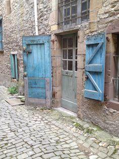 beautiful door in Cordes, France