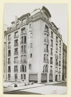 Photograph, Photograph of Apartment Building Designed by Hector Guimard (No. 4), 1911