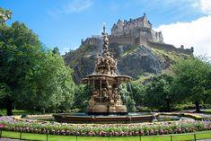 Edinburgh Castle and Princes St Gardens © German Vidal / Getty Images