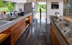 Grande allure pour cette cuisine qui associe matériaux nobles et bruts tout en simplicité www.entreprise-cochet.fr
