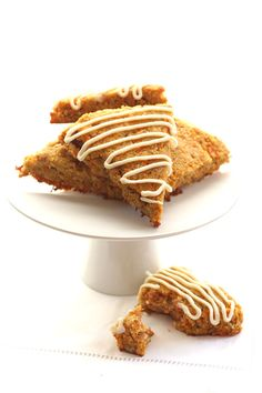 Perfect for a healthy Easter brunch: Sugar-Free Gluten-Free Carrot Cake Scones (Paleo Pumpkin Biscotti) Low Carb Sweets, Low Carb Desserts, Just Desserts, Low Carb Recipes, Low Carb Carrot Cake, Gluten Free Carrot Cake, Low Carb Bread, Low Carb Breakfast, Scones