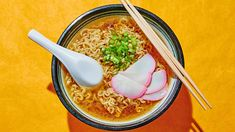 The key to this Hawaiian classic soup is making your own flavorful broth. Ramen Recipes, Noodle Recipes, Asian Recipes, Cooking Recipes, Ethnic Recipes, Noodle Soups, Asian Foods, Saimin Recipe, Kitchens
